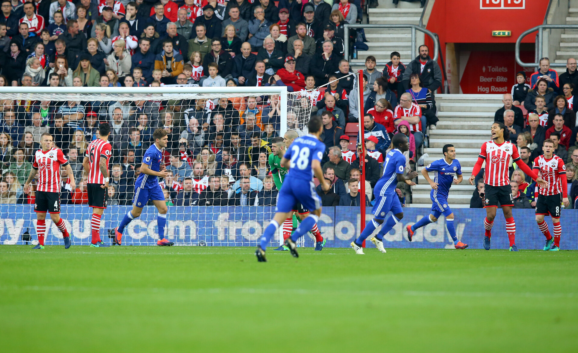 Chelsea go 1-0 up during the Premier League match between Southampton and Chelsea at St Mary's Stadium, Southampton, England on 30 October 2016. Photo by Matt Watson/SFC/Digital South.