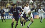 2 May 2001:  Mark Viduka of Leeds United holds the ball up against Mauricio Pellegrino of Valencia during the UEFA Champions League Semi-Finals first leg match played at Elland Road, in Leeds, England. The match ended in a 0-0 draw. \ Mandatory Credit: Shaun Botterill /Allsport
