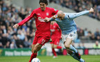 MANCHESTER, ENGLAND - APRIL 9:  Mauricio Pellegrino of Liverpool holds off Antoine Sibierski of Man City during the FA Barclays Premiership match between Manchester City and Liverpool at the City of Manchester Stadium on April 9, 2005 in Manchester, England. (Photo by Shaun Botterill/Getty Images)