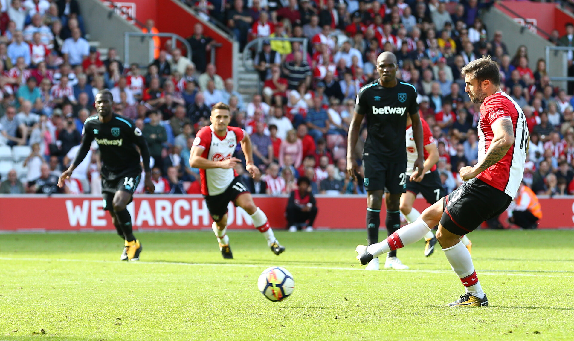 SOUTHAMPTON, ENGLAND - AUGUST 19: Southampton's Charlie Austin scores from the penalty spot in the final minute to win the game during the Premier League match between Southampton and West Ham United at St Mary's Stadium on August 19, 2017 in Southampton, England. (Photo by Matt Watson/Southampton FC via Getty Images)