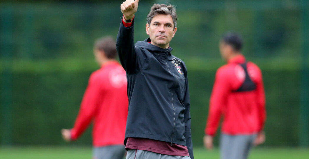 SOUTHAMPTON, ENGLAND - SEPTEMBER 21: manager Maurcio Pellegrino during a Southampton FC training session at the Staplewood Campus on September 21, 2017 in Southampton, England. (Photo by Matt Watson/Southampton FC via Getty Images)