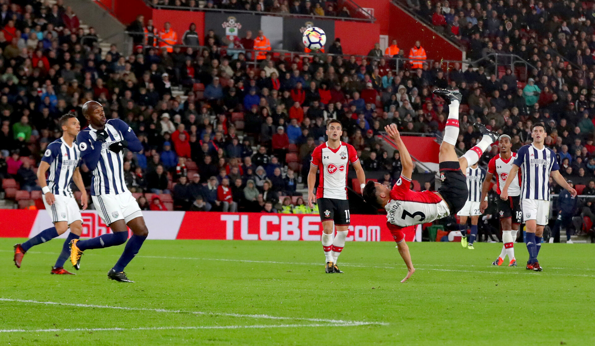 SOUTHAMPTON, ENGLAND - OCTOBER 21: Southampton's Maya Yoshida attempts an over head kick during the Premier League match between Southampton and West Bromwich Albion at St Mary's Stadium on October 21, 2017 in Southampton, England. (Photo by Matt Watson/Southampton FC via Getty Images)