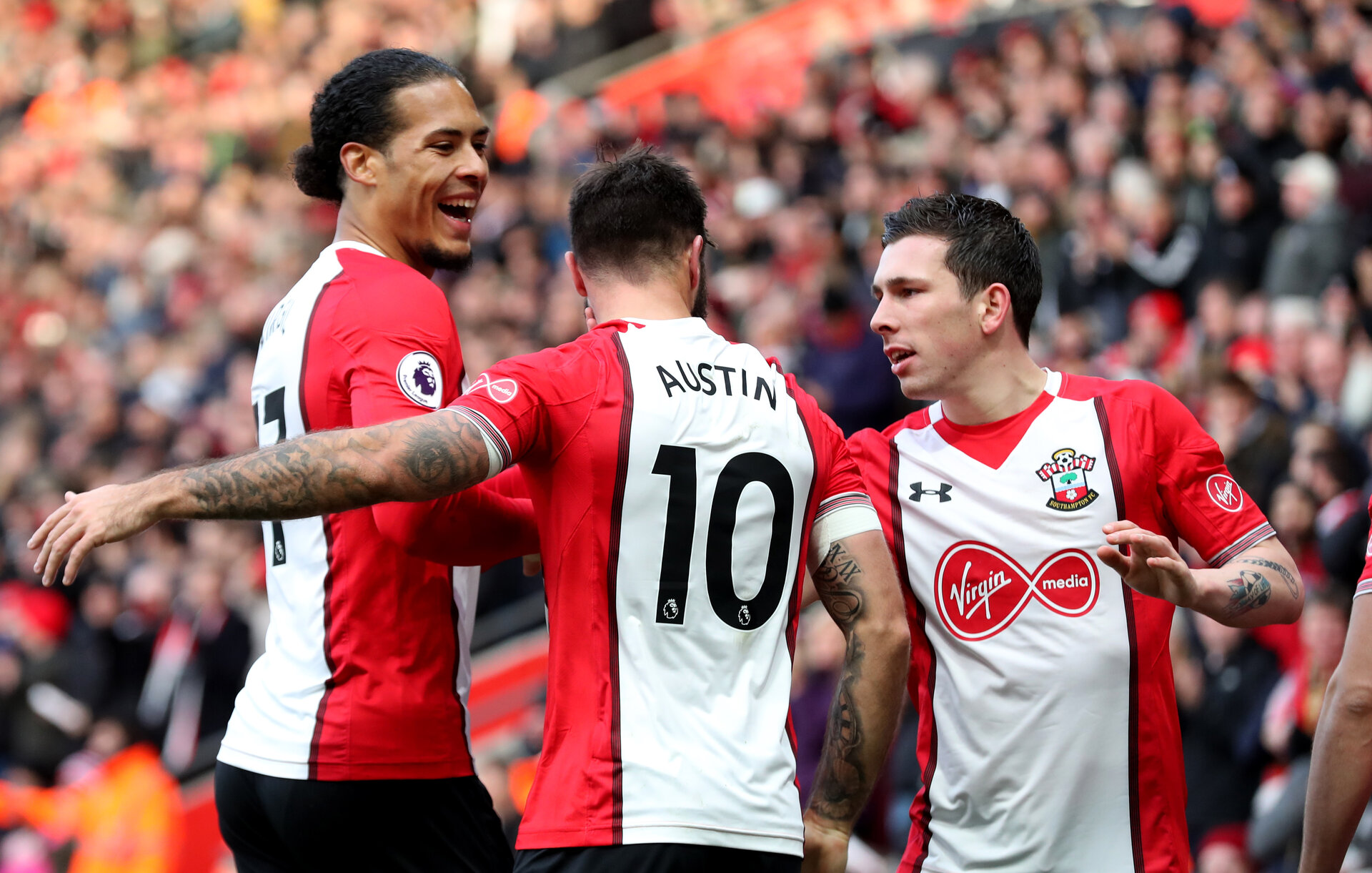 SOUTHAMPTON, ENGLAND - NOVEMBER 26: L to R, Virgil Van Dijk, Charlie Austin and Pierre-Emile Hojbjerg, during the Premier League match between Southampton and Everton at St Mary's Stadium on November 26, 2017 in Southampton, England. (Photo by Matt Watson/Southampton FC via Getty Images)