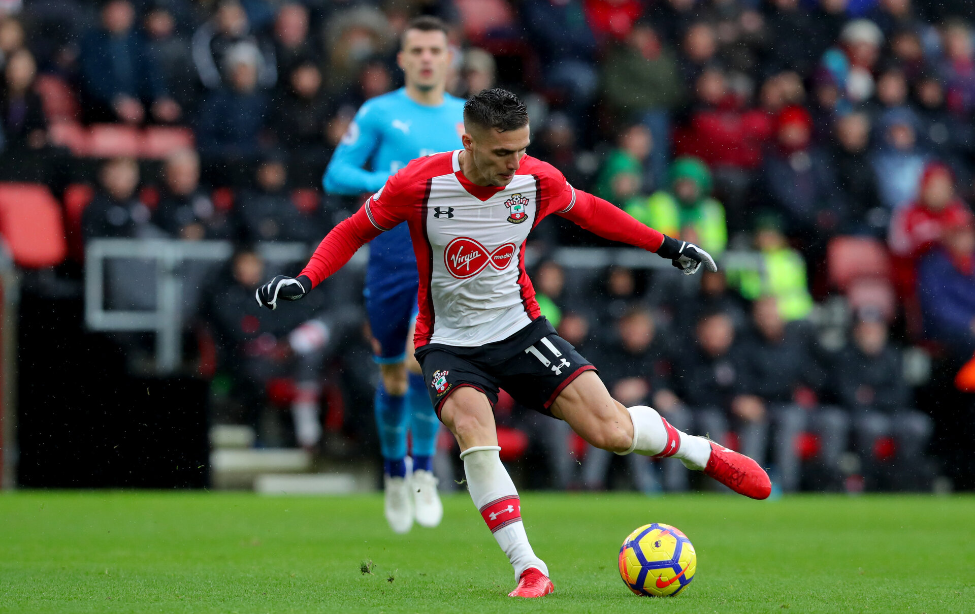 SOUTHAMPTON, ENGLAND - DECEMBER 10: Southampton's Dusan Tadic passes to assist Charlie Austin to open the scoring during the Premier League match between Southampton and Arsenal at St Mary's Stadium on December 10, 2017 in Southampton, England. (Photo by Matt Watson/Southampton FC via Getty Images)