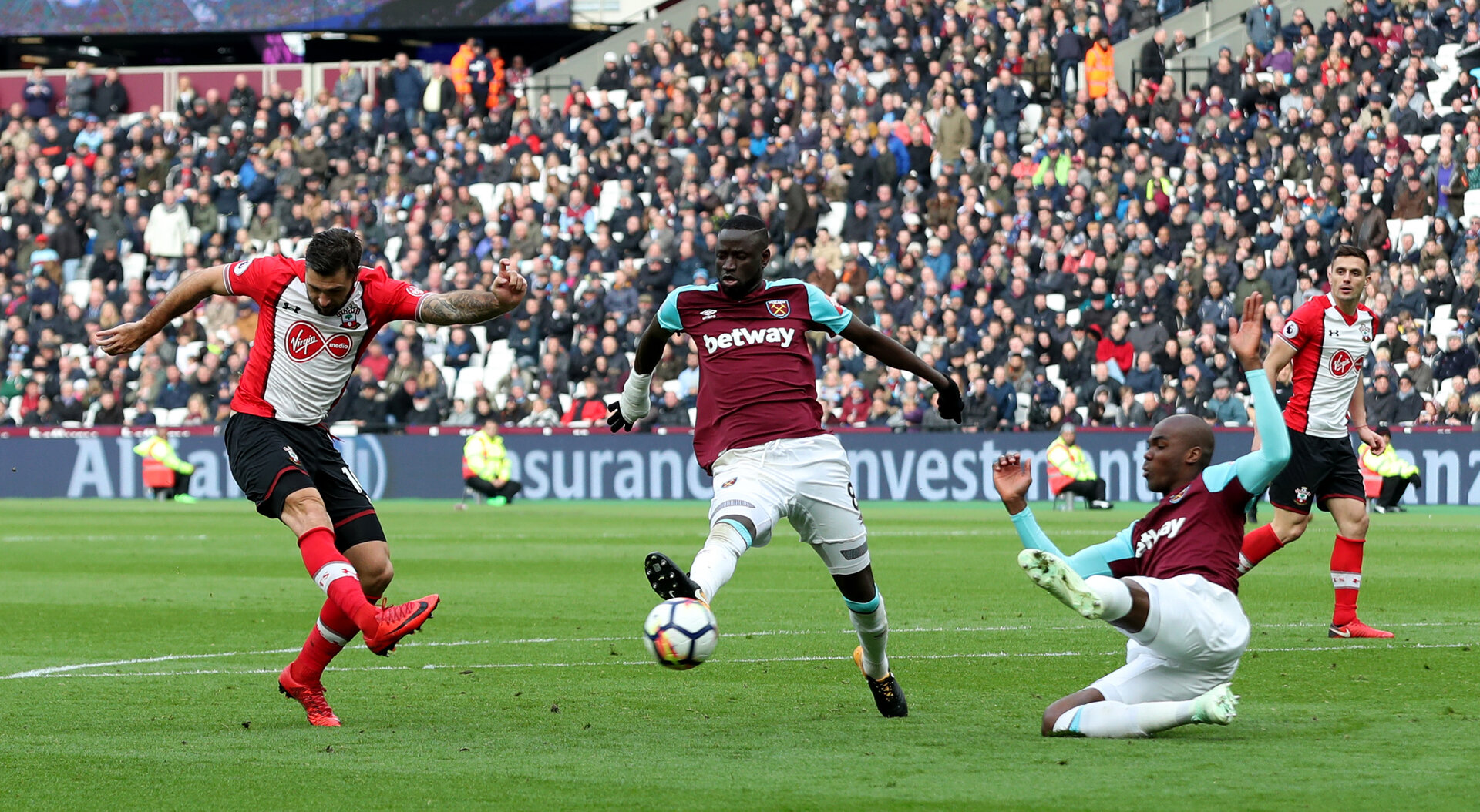 LONDON, ENGLAND - MARCH 31: Charlie Austin of Southampton shoots at goal during the Premier League match between West Ham United and Southampton at the London Stadium on March 31, 2018 in London, England. (Photo by Matt Watson/Southampton FC via Getty Images)
