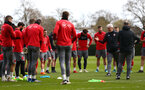SOUTHAMPTON, ENGLAND - APRIL 17: Mark Hughes (right) talks to the players during a Southampton FC training session at Staplewood Complex on April 17, 2018 in Southampton, England. (Photo by James Bridle - Southampton FC/Southampton FC via Getty Images)