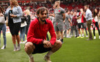 SOUTHAMPTON, ENGLAND - MAY 13: Manolo Gabbiadini. Lap of appreciation after the Premier League match between Southampton and Manchester City at St Mary's Stadium on May 13, 2018 in Southampton, England. (Photo by Chris Moorhouse/Southampton FC via Getty Images)