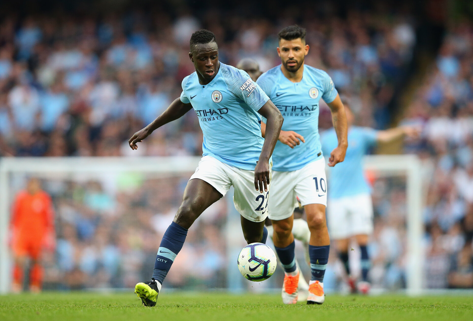 MANCHESTER, ENGLAND - SEPTEMBER 01:  Benjamin Mendy of Manchester City runs with the ball during the Premier League match between Manchester City and Newcastle United at Etihad Stadium on September 1, 2018 in Manchester, United Kingdom.  (Photo by Alex Livesey/Getty Images)