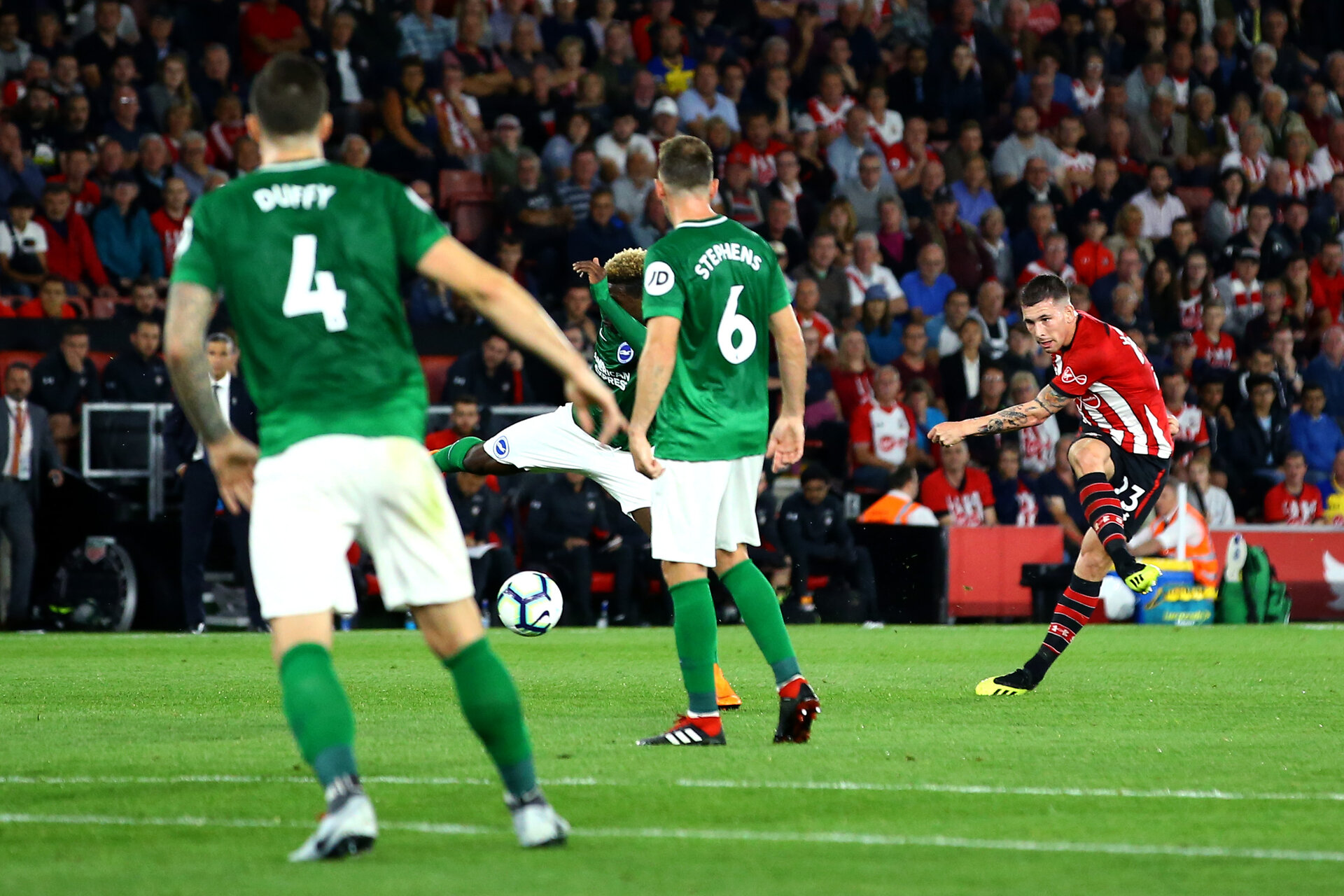 SOUTHAMPTON, ENGLAND - SEPTEMBER 17: Pierre-Emile Højbjerg (right) of Southampton FC  scores during the Premier League match between Southampton FC and Brighton & Hove Albion at St Mary's Stadium on September 17, 2018 in Southampton, United Kingdom. (Photo by James Bridle - Southampton FC/Southampton FC via Getty Images)