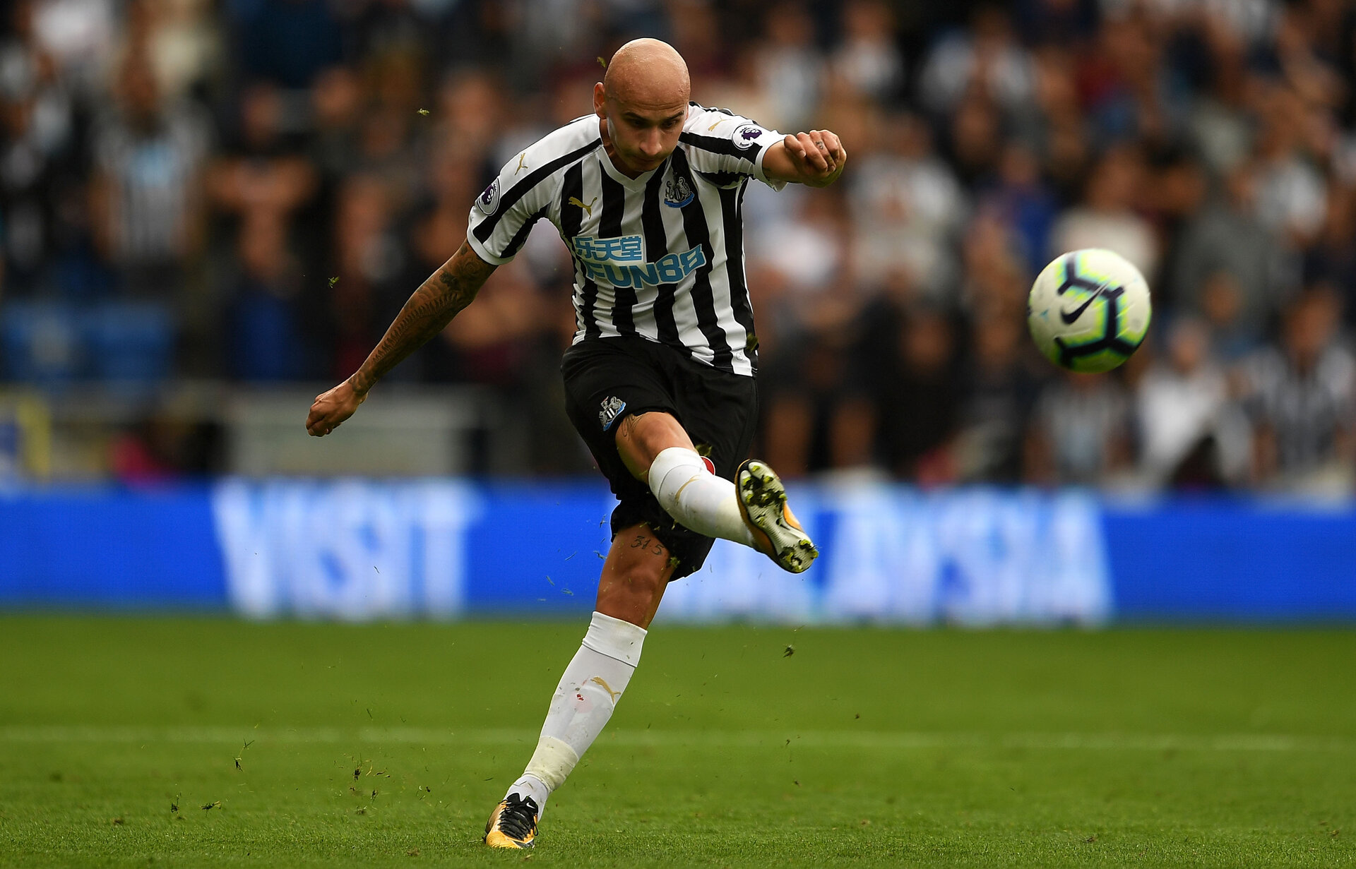 CARDIFF, WALES - AUGUST 18:  Jonjo Shelvey of Newcastle United during the Premier League match between Cardiff City and Newcastle United at Cardiff City Stadium on August 18, 2018 in Cardiff, United Kingdom.  (Photo by Harry Trump/Getty Images)