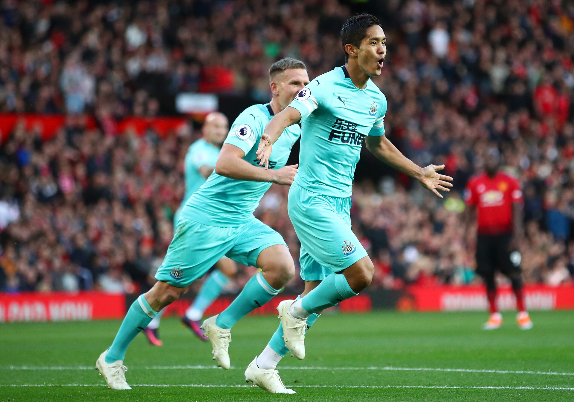 MANCHESTER, ENGLAND - OCTOBER 06:  Yoshinori Muto of Newcastle United celebrates after scoring his team's second goal during the Premier League match between Manchester United and Newcastle United at Old Trafford on October 6, 2018 in Manchester, United Kingdom.  (Photo by Clive Brunskill/Getty Images)