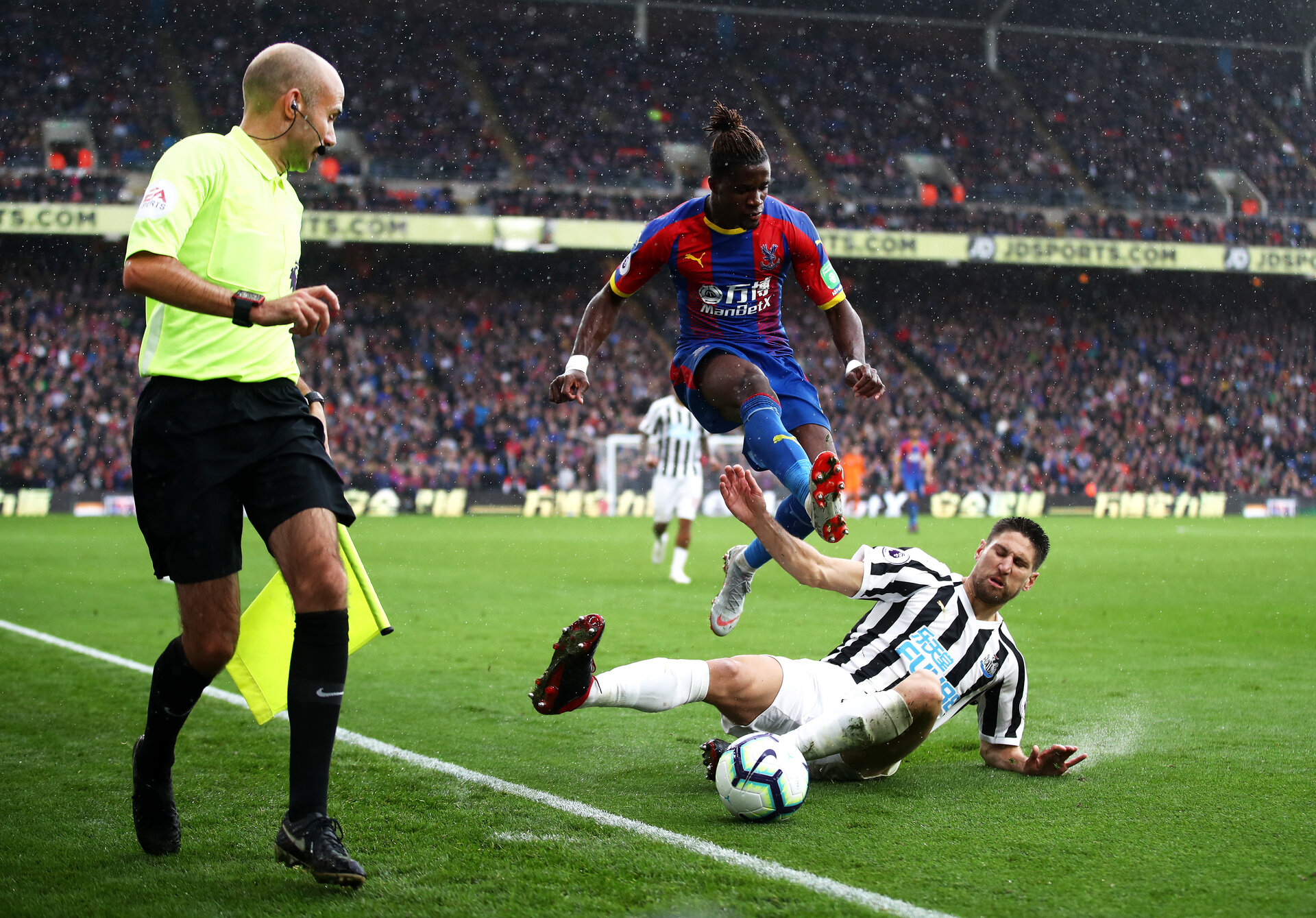 LONDON, ENGLAND - SEPTEMBER 22:  Wilfried Zaha of Crystal Palace jumps clear of a challenge from Federico Fernandez of Newcastle United during the Premier League match between Crystal Palace and Newcastle United at Selhurst Park on September 22, 2018 in London, United Kingdom.  (Photo by Julian Finney/Getty Images)