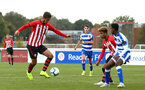 READING, ENGLAND - NOVEMBER 03: Bennie Smales-Braithwait (left) during the under 18s Premier league match between Reading FC and Southampton FC, 2018 in Reading, England. (Photo by James Bridle - Southampton FC/Southampton FC via Getty Images)
