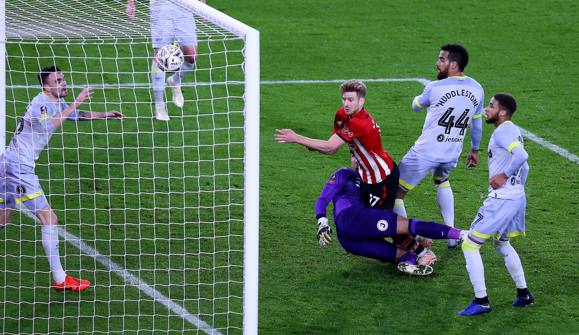 SOUTHAMPTON, ENGLAND - JANUARY 16: Stuart Armstrong of Southampton scores to make it 1-0 during the FA Cup Third Round Replay match between Southampton FC and Derby County at St Mary's Stadium on January 16, 2019 in Southampton, United Kingdom. (Photo by Matt Watson/Southampton FC via Getty Images)
