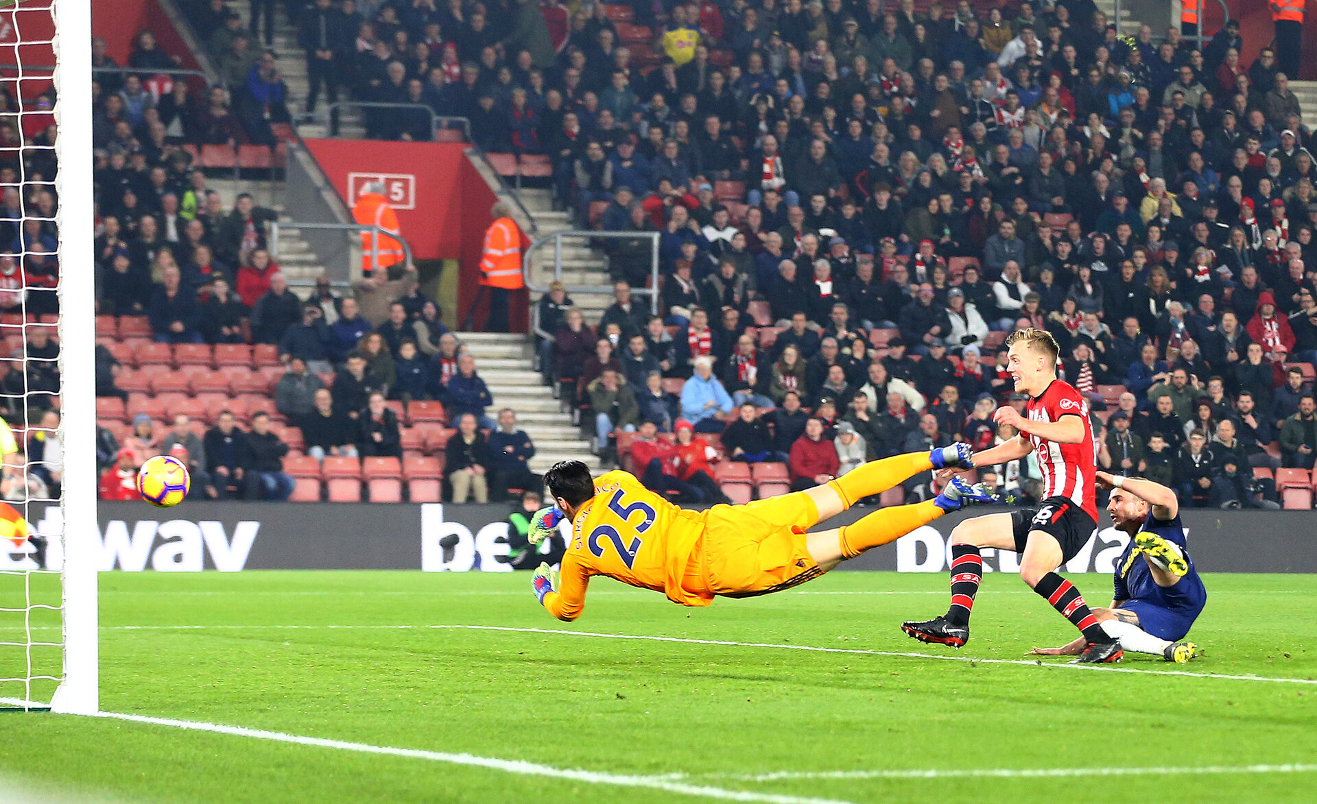 SOUTHAMPTON, ENGLAND - FEBRUARY 27: James Ward-Prowse of Southampton scores his teams second goal during the Premier League match between Southampton FC and Fulham FC at St Mary's Stadium on February 27, 2019 in Southampton, United Kingdom. (Photo by Matt Watson/Southampton FC via Getty Images)