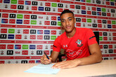 Valery signs new Saints contract