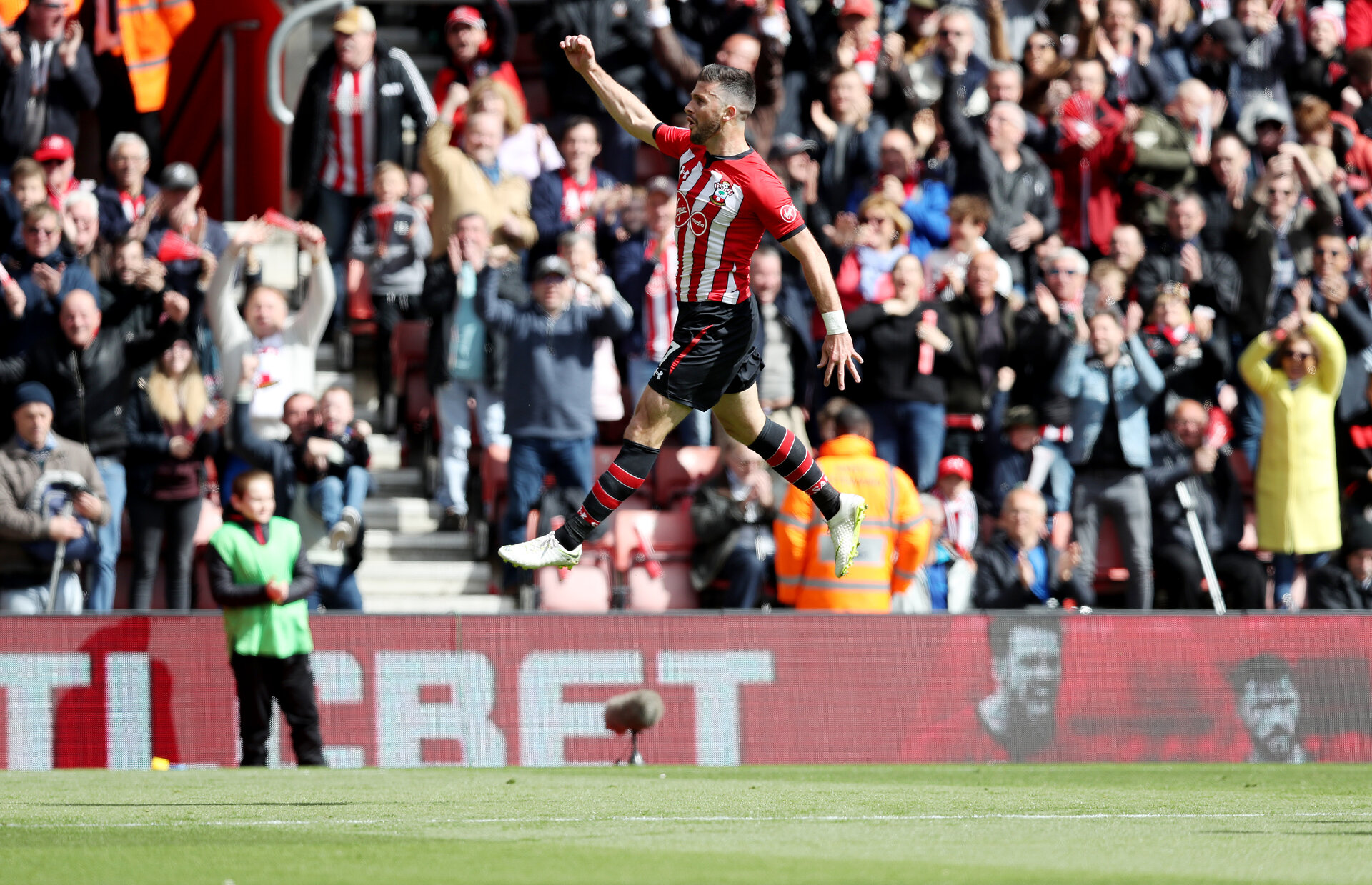 SOUTHAMPTON, ENGLAND - APRIL 27: Shane Long of Southampton celebrstes after opening the scoring during the Premier League match between Southampton FC and AFC Bournemouth at St Mary's Stadium on April 27, 2019 in Southampton, United Kingdom. (Photo by Matt Watson/Southampton FC via Getty Images)