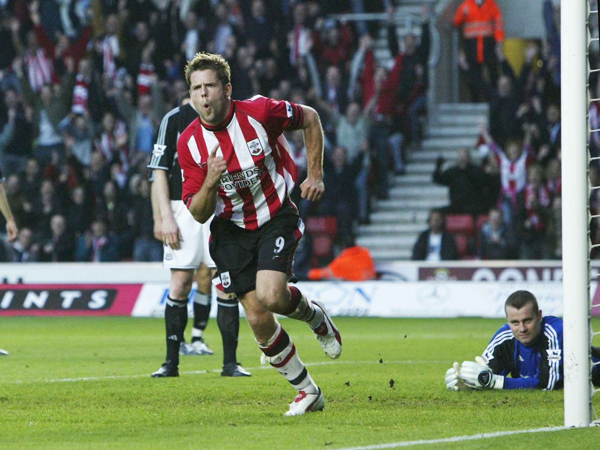 SOUTHAMPTON, ENGLAND - MAY 12:  James Beattie of Southampton celebrates scoring their first goal during the FA Barclaycard Premiership match between Southampton and Newcastle United at St. Mary's Stadium on May 12, 2004 in Southampton, England.  (Photo by Ben Radford/Getty Images)