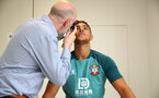 SOUTHAMPTON, ENGLAND - JUNE 30: Southampton FC's latest signing Che Adams during his medical, pictured with Club Doctor Steve Baynes(L) at the Staplewood Campus on June 30, 2019 in Southampton, England. (Photo by Matt Watson/Southampton FC via Getty Images)
