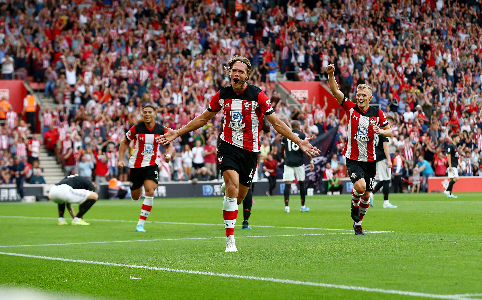 SOUTHAMPTON, ENGLAND - AUGUST 31: Jannik Vestergaard of Southampton celebrates after equalising during the Premier League match between Southampton FC and Manchester United at St Mary's Stadium on August 31, 2019 in Southampton, United Kingdom. (Photo by Matt Watson/Southampton FC via Getty Images)