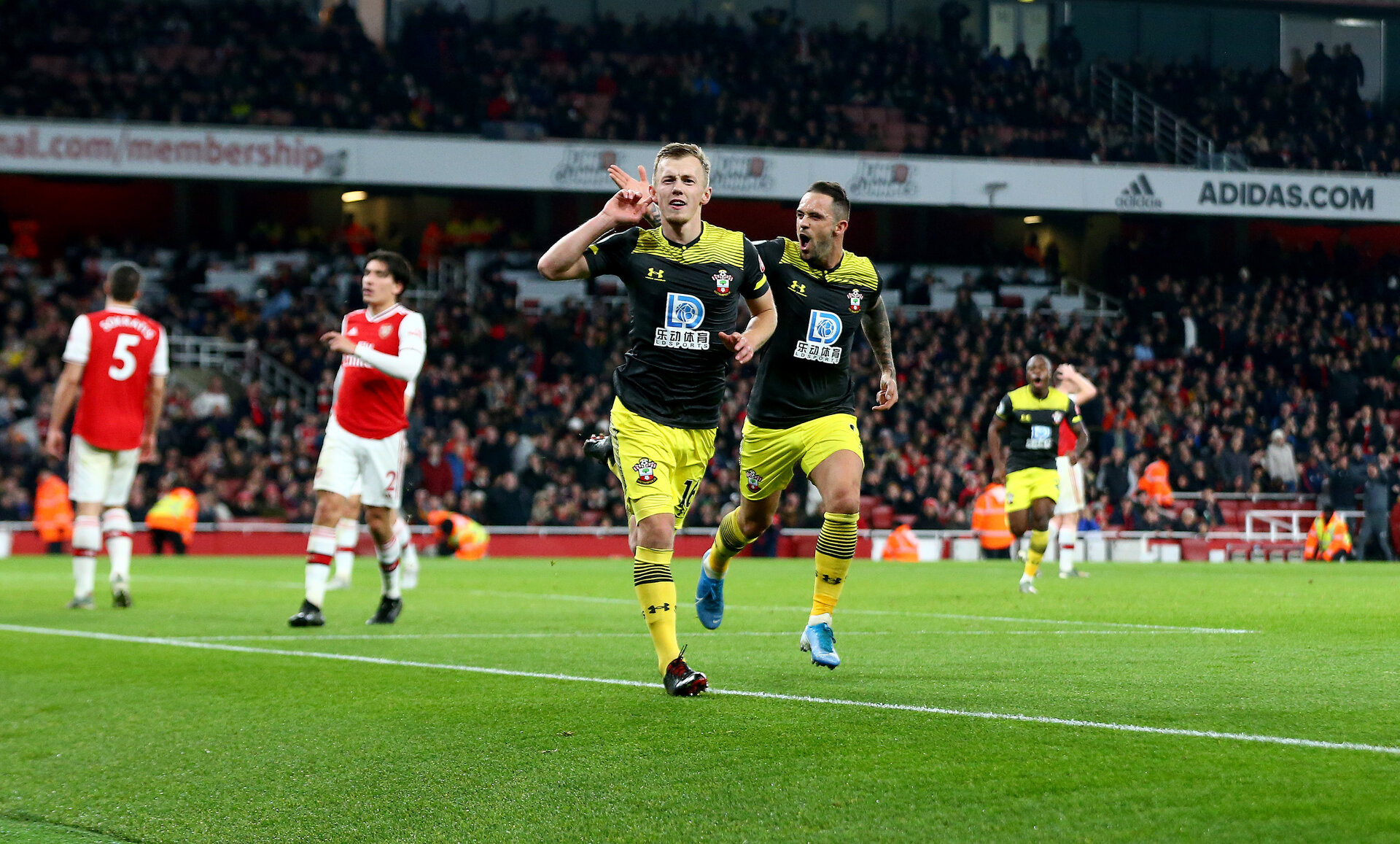 LONDON, ENGLAND - NOVEMBER 23: James Ward-Prowse of Southampton celebrates after putting his team 2-1 up during the Premier League match between Arsenal FC and Southampton FC at Emirates Stadium on November 23, 2019 in London, United Kingdom. (Photo by Matt Watson/Southampton FC via Getty Images)