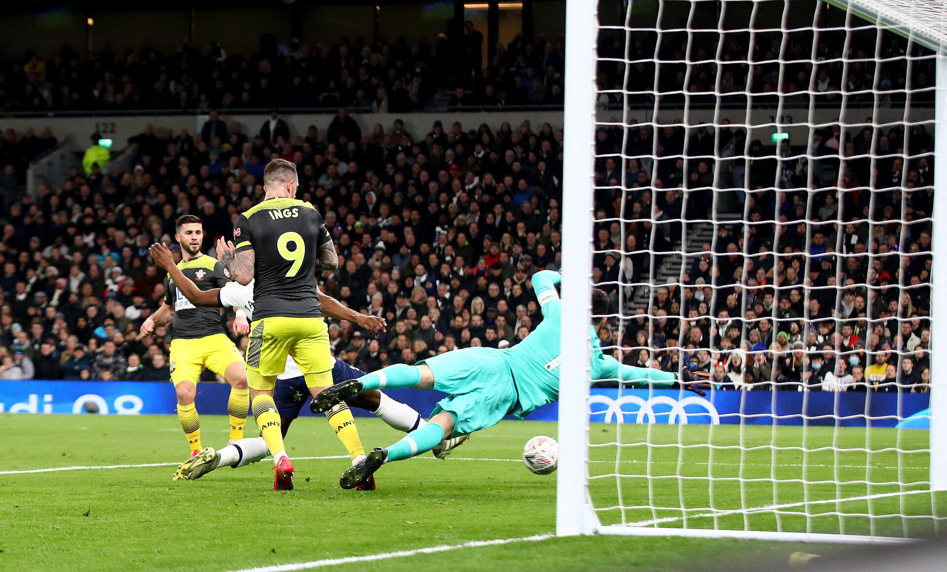 LONDON, ENGLAND - FEBRUARY 05: Shane Long(L) of Southampton scores to make it 1-1 during the FA Cup Fourth Round Replay match between Tottenham Hotspur and Southampton FC at Tottenham Hotspur Stadium on February 05, 2020 in London, England. (Photo by Matt Watson/SouthamptonFC via Getty Images)