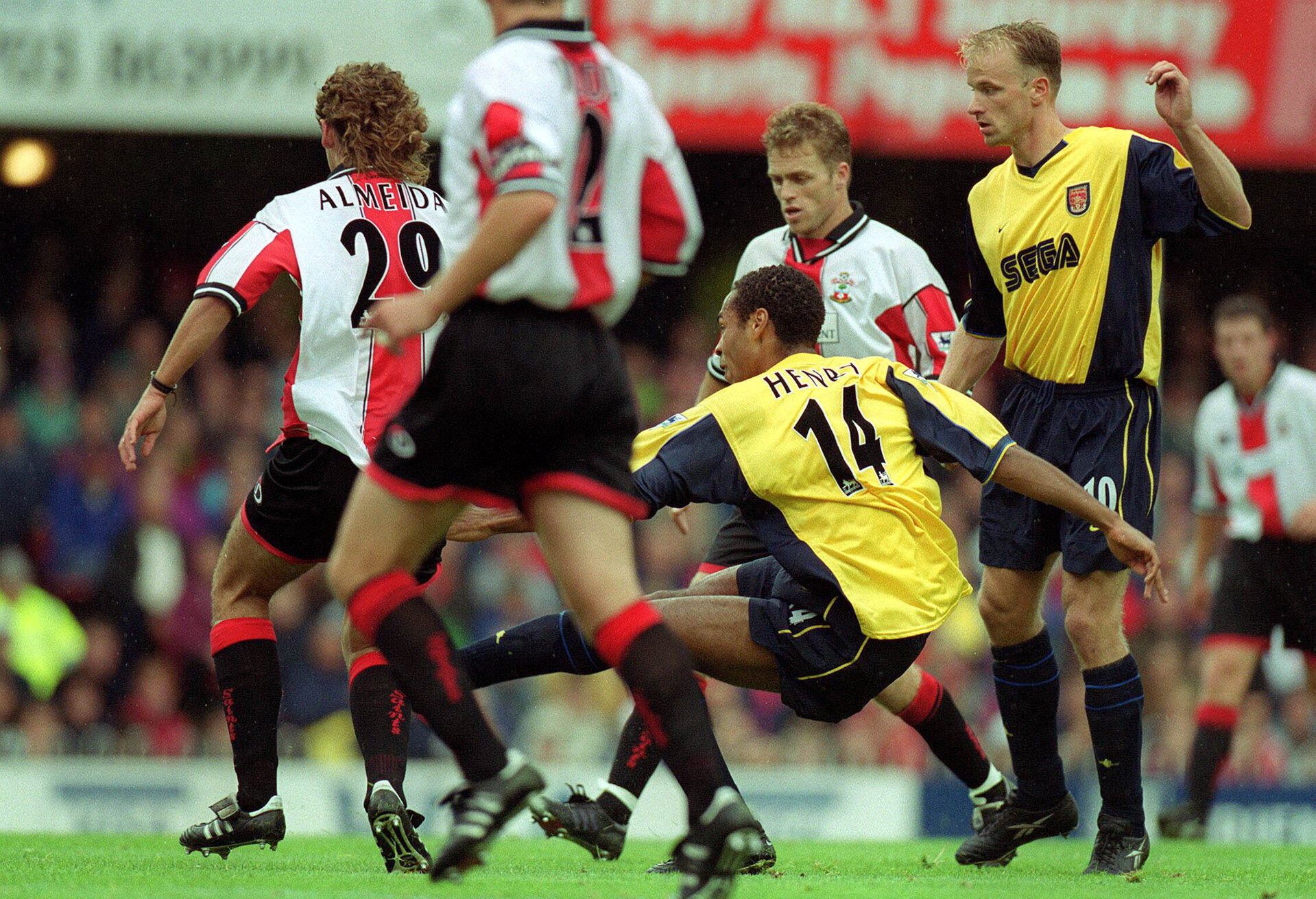 Football - Southampton v Arsenal - F.A. Premier League - 18/9/99  Mandatory Credit : Action Images / Darren Walsh  Arsenal's Thierry Henry scores his first goal for Arsenal and the winner in todays match against Southampton