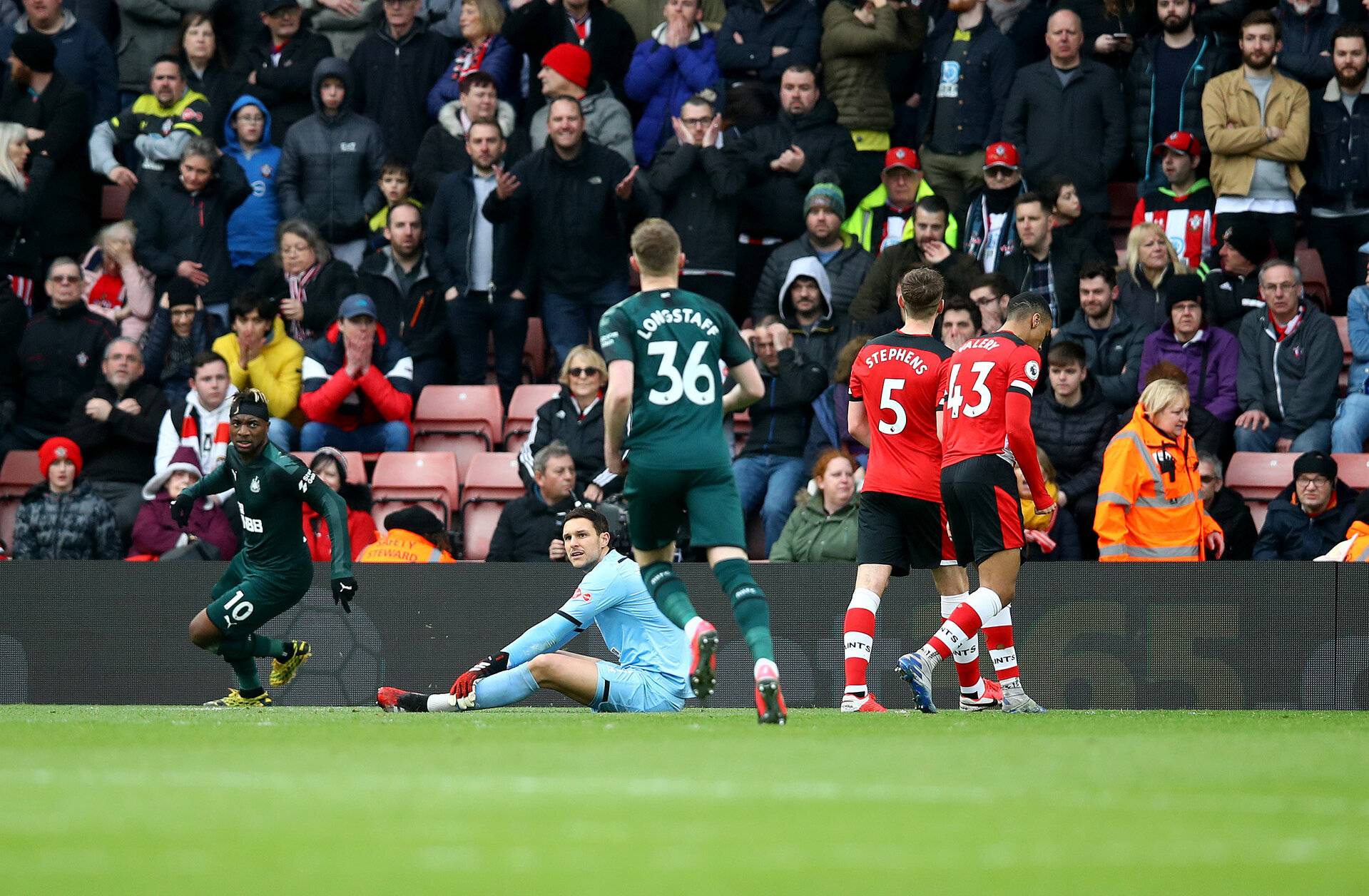 SOUTHAMPTON, ENGLAND - MARCH 07: Alex McCarthy of Southampton dejected after Allan Saint-Maximin of Newcastle United scores during the Premier League match between Southampton FC and Newcastle United at St Mary's Stadium on March 07, 2020 in Southampton, United Kingdom. (Photo by Matt Watson/Southampton FC via Getty Images)
