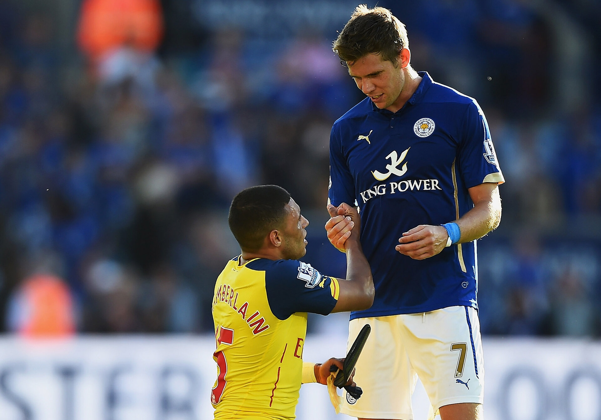 LEICESTER, ENGLAND - AUGUST 31:  Alex Oxlade-Chamberlain of Arsenal shakes hands with Dean Hammond of Leicester City after the Barclays Premier League match between Leicester City and Arsenal at The King Power Stadium on August 31, 2014 in Leicester, England.  (Photo by Laurence Griffiths/Getty Images)