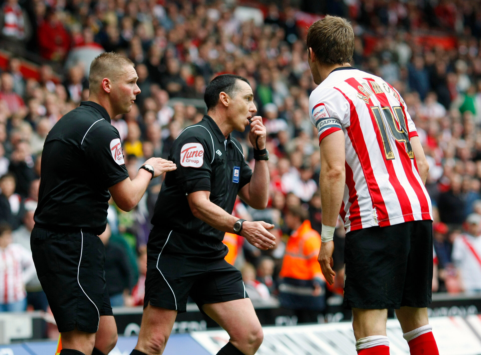 """Football - Southampton v Portsmouth npower Football League Championship  - St Mary's Stadium  - 7/4/12  Referee Neil Swarbrick (C) talks with assistant referee John Flynn before awarding the second Southampton goal scored by Billy Sharp (Not Pictured) as Southampton's Dean Hammond (R) looks on  Mandatory Credit: Action Images / James Benwell  Livepic  EDITORIAL USE ONLY. No use with unauthorized audio, video, data, fixture lists, club/league logos or live services. Online in-match use limited to 45 images, no video emulation. No use in betting, games or single club/league/player publications.  Please contact your account representative for further details. Football - Southampton v Portsmouth npower Football League Championship  - St Mary's Stadium  - 7/4/12 Referee Neil Swarbrick (C) talks with assistant referee John Flynn before awarding the second Southampton goal scored by Billy Sharp (Not Pictured) as Southampton's Dean Hammond (R) looks on Mandatory Credit: Action Images / James Benwell Livepic EDITORIAL USE ONLY. No use with unauthorized audio, video, data, fixture lists, club/league logos or """"live"""" services. Online in-match use limited to 45 images, no video emulation. No use in betting, games or single club/league/player publications.  Please contact your account representative for further details."""