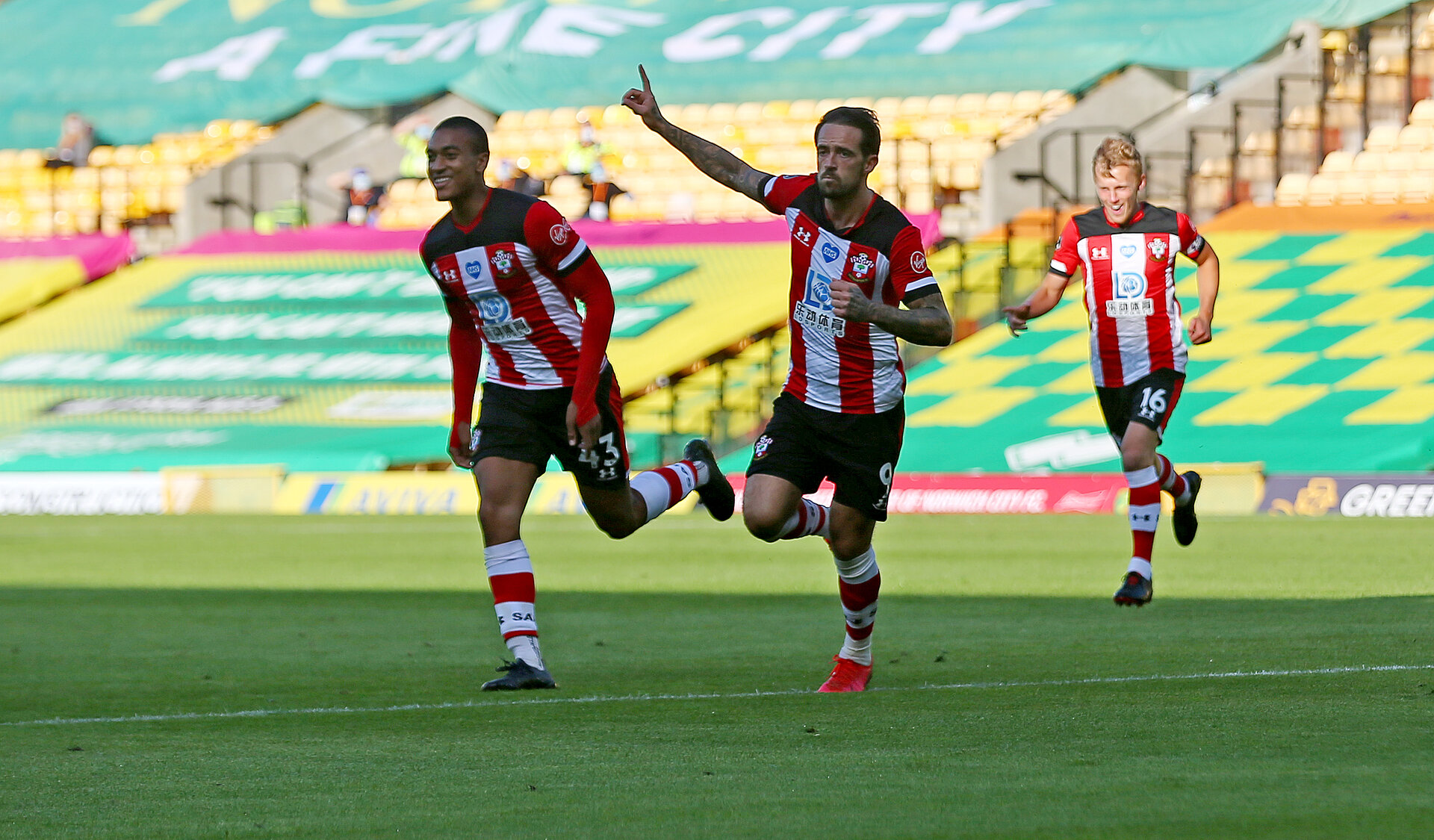 NORWICH, ENGLAND - JUNE 19: Danny Ings(centre) of Southampton celenrates his goal during the Premier League match between Norwich City and Southampton FC at Carrow Road on June 19, 2020 in Norwich, United Kingdom. (Photo by Matt Watson/Southampton FC via Getty Images)