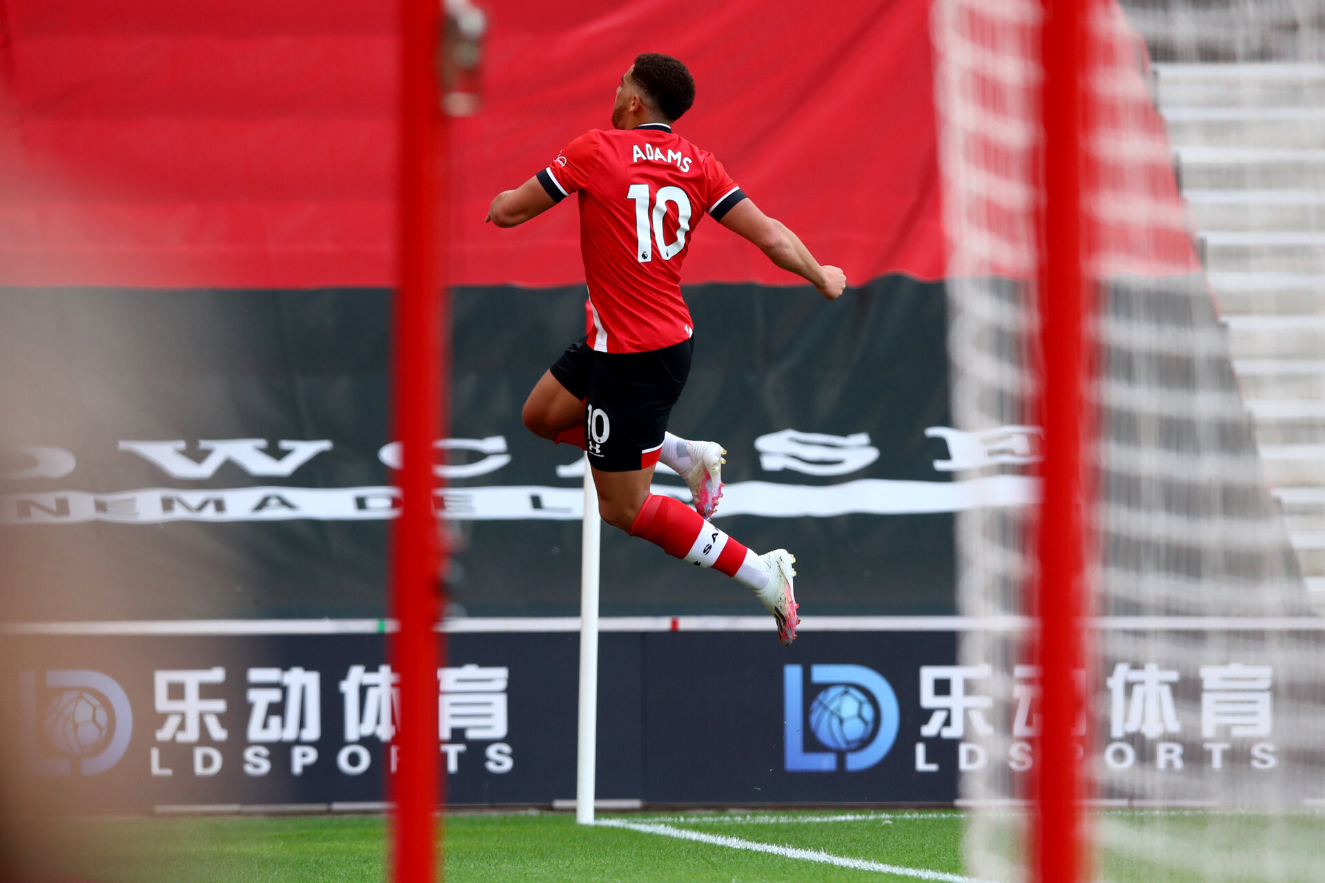SOUTHAMPTON, ENGLAND - JULY 26: Ché Adams of Southampton goal celebration during the Premier League match between Southampton FC and Sheffield United at St Mary's Stadium on April 17, 2020 in Southampton, United Kingdom. (Photo by Matt Watson/Southampton FC via Getty Images)