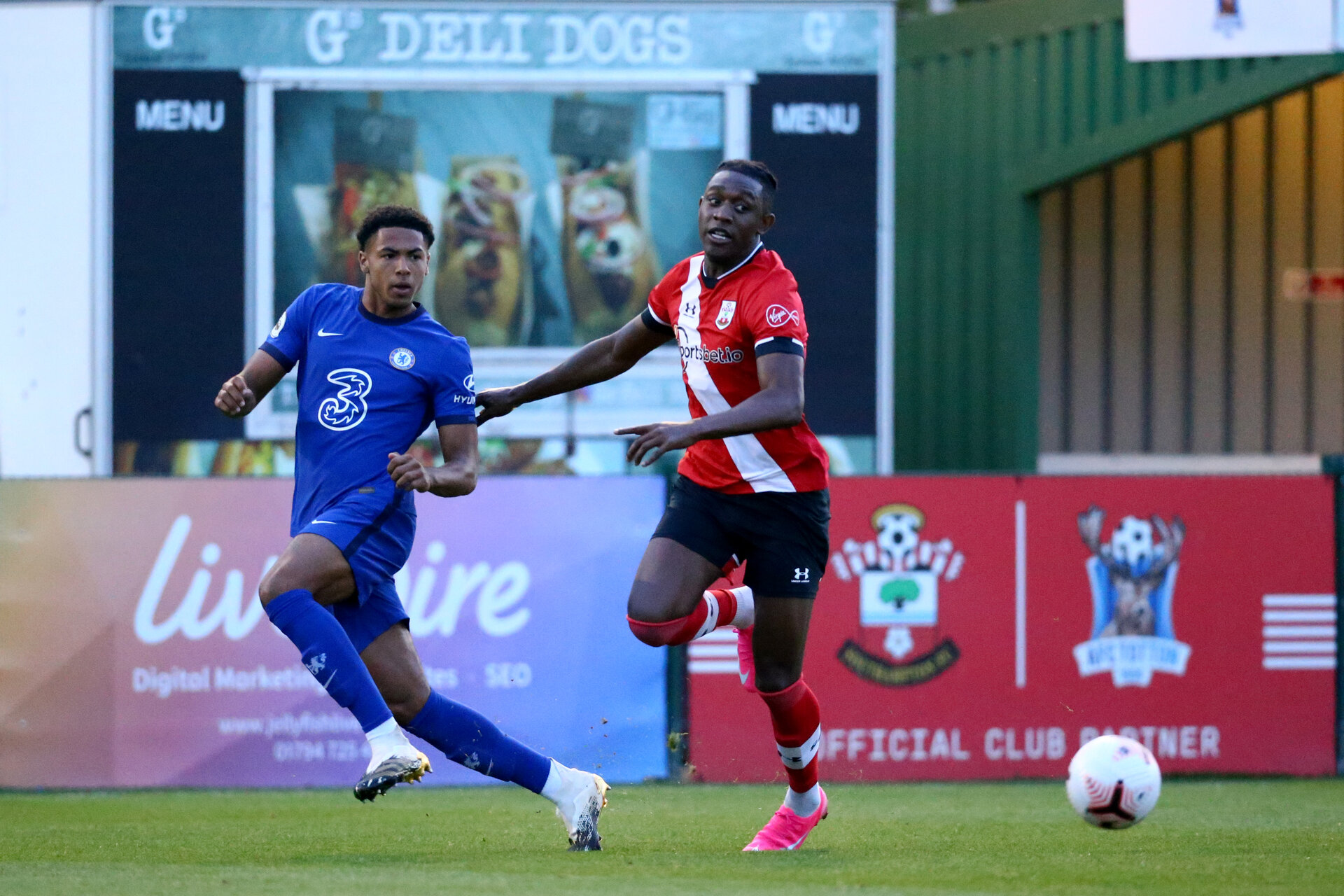 SOUTHAMPTON, ENGLAND - SEPTEMBER 18: Dan N'Lundulu (R) of Southampton during the Premier League 2 match between Southampton FC B Team and Chelsea FC at Snows Stadium on September 18, 2020 in Southampton, England. (Photo by Isabelle Field/Southampton FC via Getty Images)