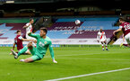 BURNLEY, ENGLAND - SEPTEMBER 26: Danny Ings(L) of Southampton opens the scoring during the Premier League match between Burnley and Southampton at Turf Moor on September 26, 2020 in Burnley, United Kingdom. Sporting stadiums around the UK remain under strict restrictions due to the Coronavirus Pandemic as Government social distancing laws prohibit fans inside venues resulting in games being played behind closed doors. (Photo by Matt Watson/Southampton FC via Getty Images)