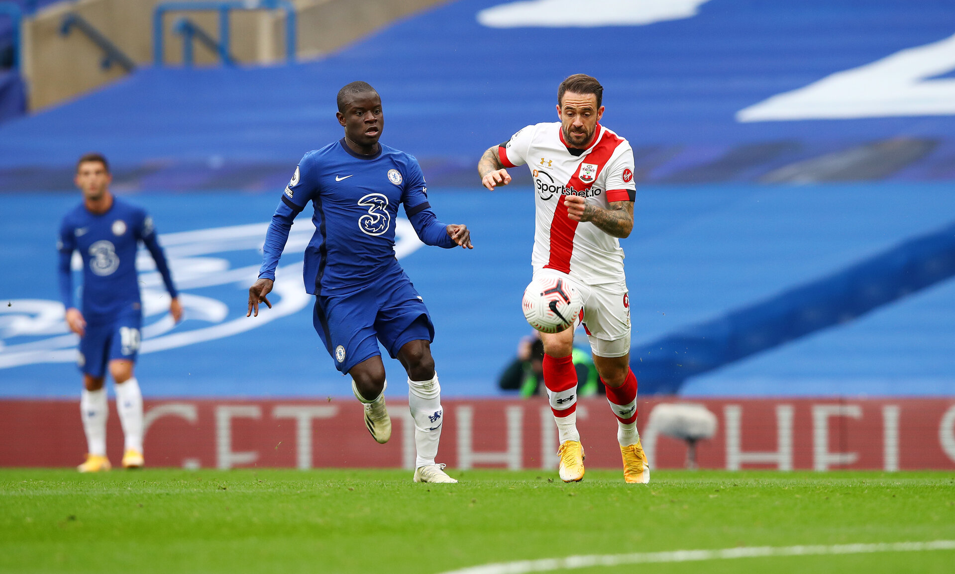 LONDON, ENGLAND - OCTOBER 17: N'Golo Kante(L) of Chelea and Danny Ings(R) of Southampton during the Premier League match between Chelsea and Southampton at Stamford Bridge on October 17, 2020 in London, England. Sporting stadiums around the UK remain under strict restrictions due to the Coronavirus Pandemic as Government social distancing laws prohibit fans inside venues resulting in games being played behind closed doors. (Photo by Matt Watson/Southampton FC via Getty Images)