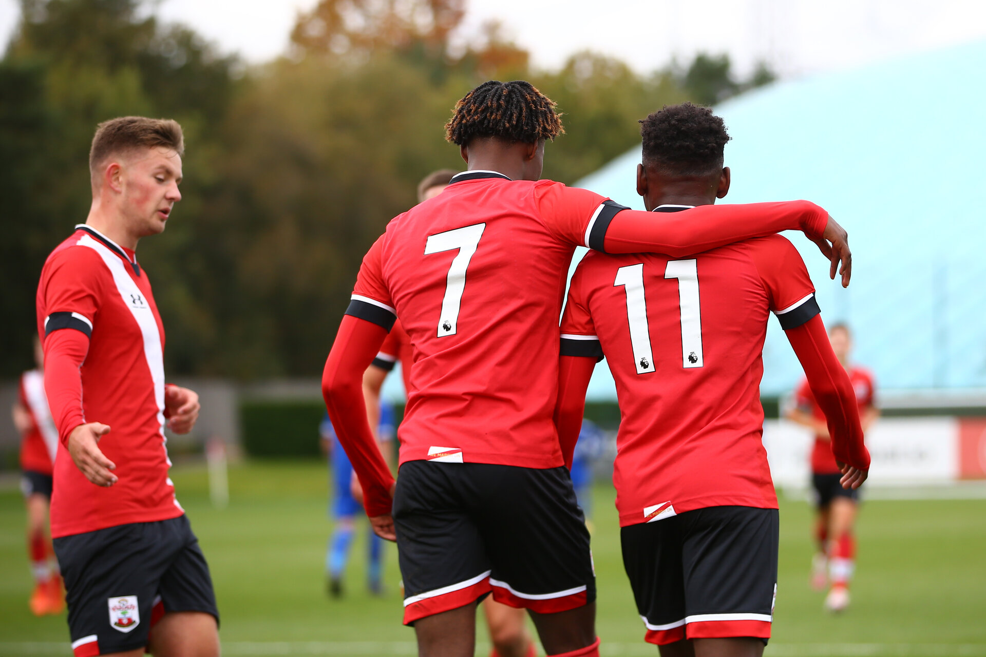 SOUTHAMPTON, ENGLAND - OCTOBER 17: Ramello Mitchell (center) and Kazeem Olaigbe (R) of Southampton during the Premier League U18 match between Southampton U18 and Leicester City at Staplewood Training Ground on October 17, 2020 in London, United Kingdom. (Photo by Isabelle Field/Southampton FC via Getty Images)