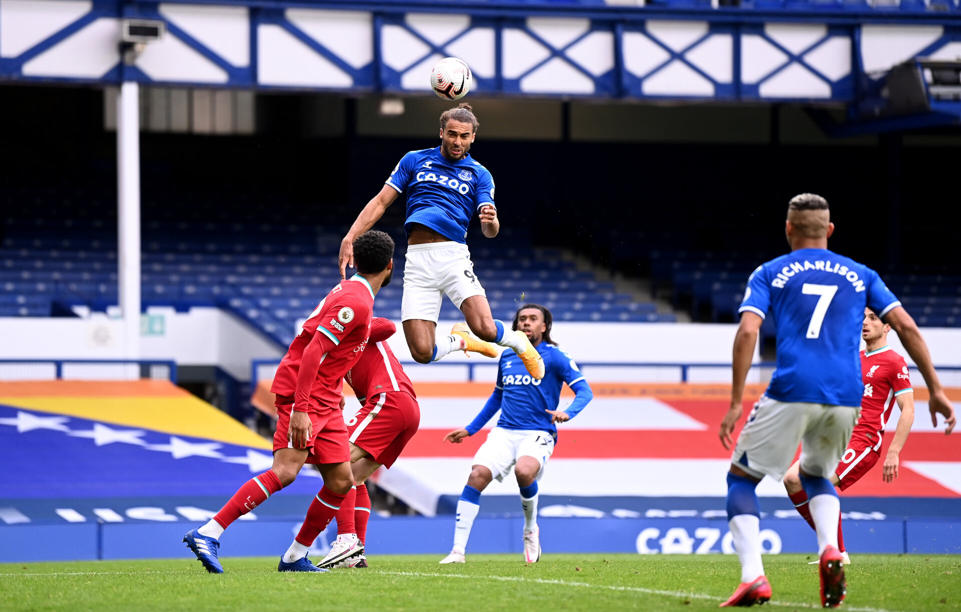 LIVERPOOL, ENGLAND - OCTOBER 17: Dominic Calvert-Lewin of Everton scores his sides second goal  during the Premier League match between Everton and Liverpool at Goodison Park on October 17, 2020 in Liverpool, England. Sporting stadiums around the UK remain under strict restrictions due to the Coronavirus Pandemic as Government social distancing laws prohibit fans inside venues resulting in games being played behind closed doors. (Photo by Laurence Griffiths/Getty Images)