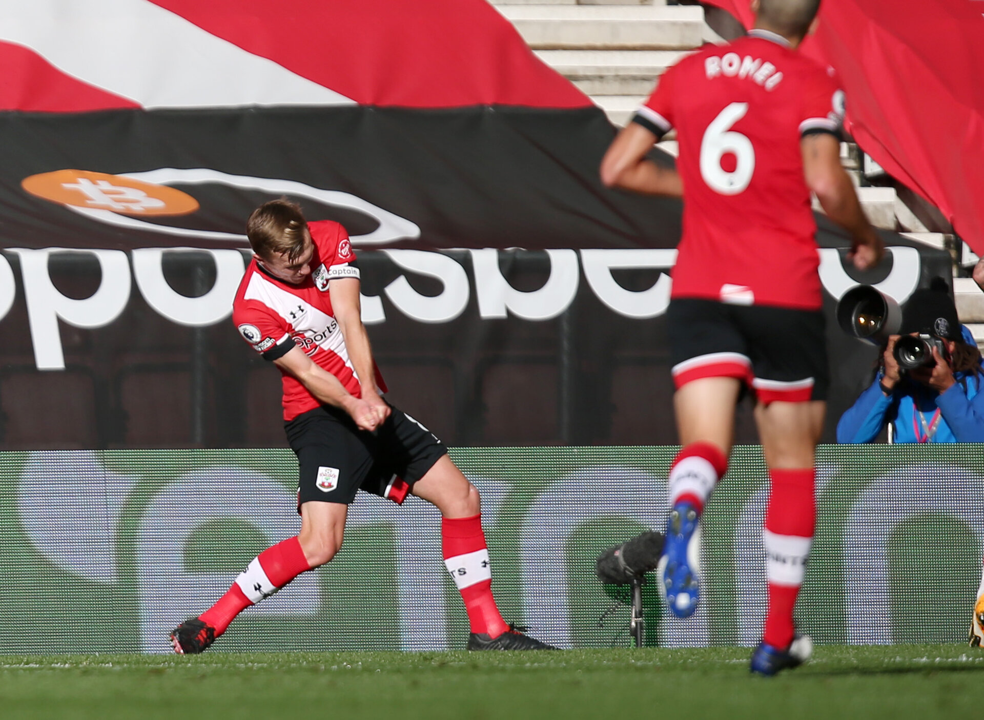 SOUTHAMPTON, ENGLAND - OCTOBER 25: James Ward-Prowse's goal celebration during the Premier League match between Southampton and Everton at St Mary's Stadium on October 25, 2020 in Southampton, United Kingdom. Sporting stadiums around the UK remain under strict restrictions due to the Coronavirus Pandemic as Government social distancing laws prohibit fans inside venues resulting in games being played behind closed doors. (Photo by Chris Moorhouse/Southampton FC via Getty Images)