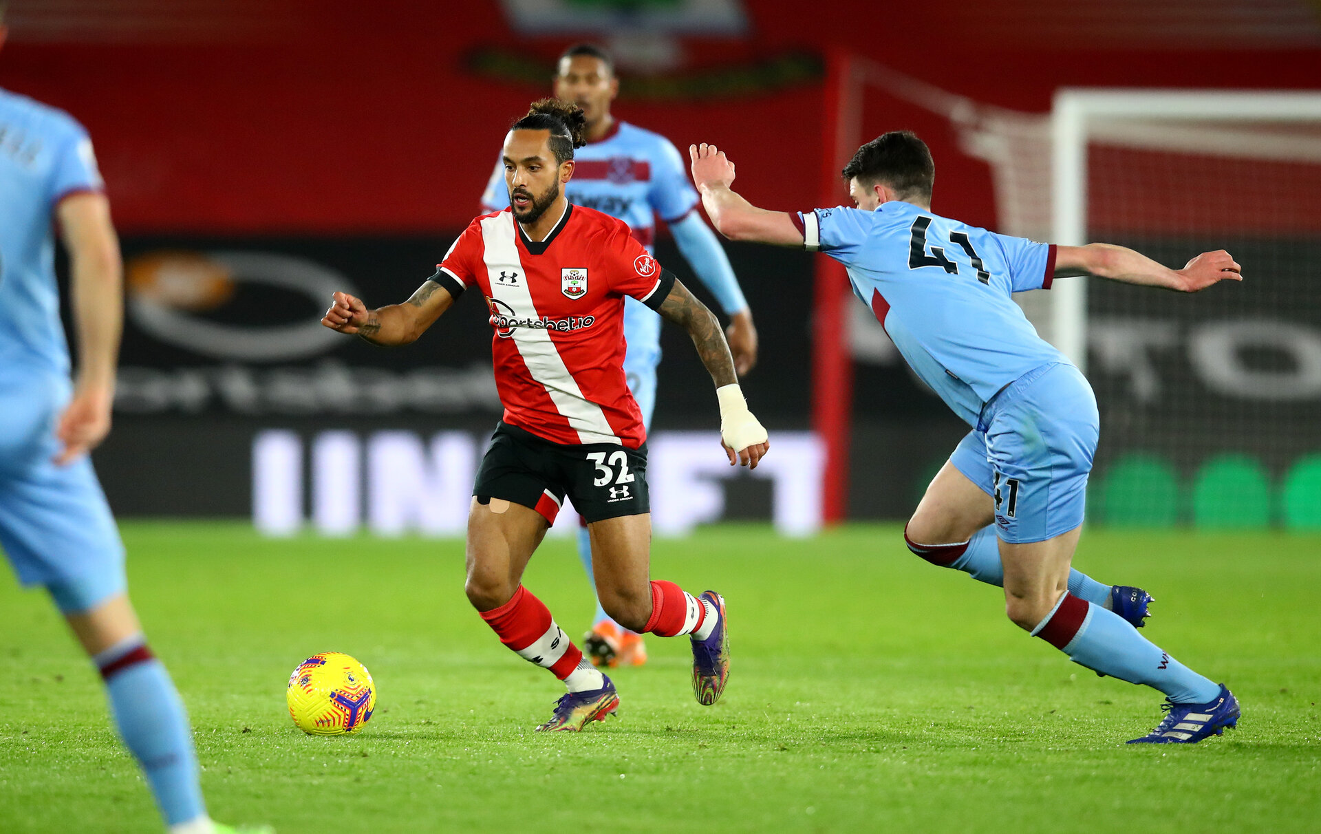 SOUTHAMPTON, ENGLAND - DECEMBER 29: Theo Walcott of Southampton during the Premier League match between Southampton and West Ham United at St Mary's Stadium on December 29, 2020 in Southampton, England. (Photo by Matt Watson/Southampton FC via Getty Images)
