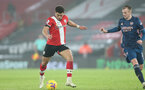 SOUTHAMPTON, ENGLAND - JANUARY 26: Ché Adams (L) of Southampton and Rob Holding (R) of Arsenal during the Premier League match between Southampton and Arsenal at St Mary's Stadium on January 26, 2021 in Southampton, England. Sporting stadiums around the UK remain under strict restrictions due to the Coronavirus Pandemic as Government social distancing laws prohibit fans inside venues resulting in games being played behind closed doors. (Photo by Matt Watson/Southampton FC via Getty Images)