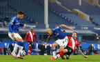 LIVERPOOL, ENGLAND - MARCH 01: Allan (L) of Everton and Danny Ings (R) of Southampton during the Premier League match between Everton and Southampton at Goodison Park on March 01, 2021 in Liverpool, England. Sporting stadiums around the UK remain under strict restrictions due to the Coronavirus Pandemic as Government social distancing laws prohibit fans inside venues resulting in games being played behind closed doors. (Photo by Matt Watson/Southampton FC via Getty Images)