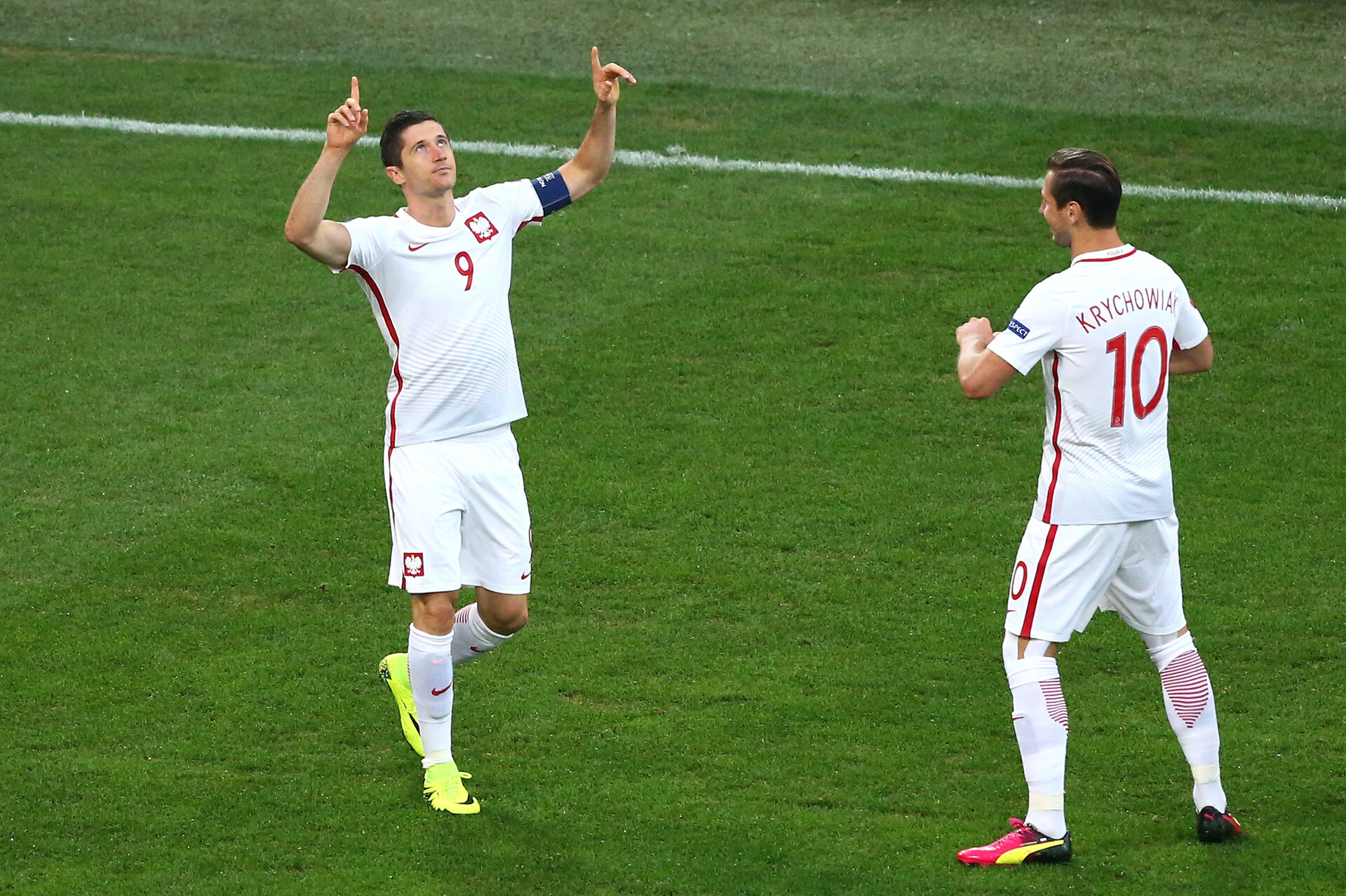MARSEILLE, FRANCE - JUNE 30:  Robert Lewandowski (L) of Poland celebrates scoring the opening goal with his team mate Grzegorz Krychowiak (R) during the UEFA EURO 2016 quarter final match between Poland and Portugal at Stade Velodrome on June 30, 2016 in Marseille, France.  (Photo by Alex Livesey/Getty Images)